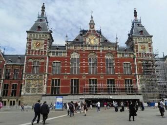Piękny budynek dworca Amsterdam Centraal