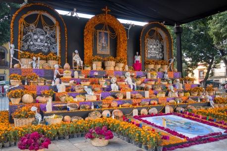 I duży altar w centrum miasta